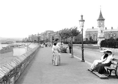 people walking along the sea front at Exmouth in 1928